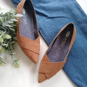 Dr. Scholl's • Loma pointy toe camel suede flats
